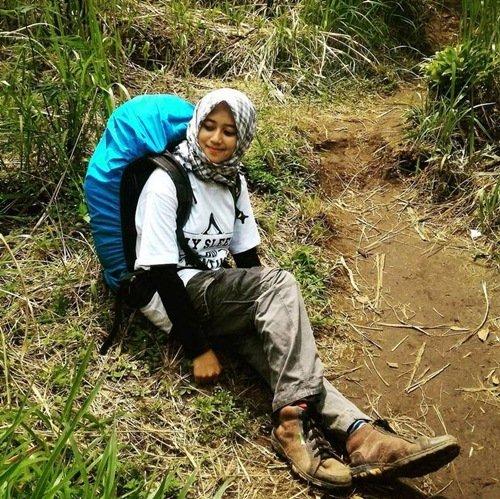 Style Pakaian Pendaki Wanita Berhijab