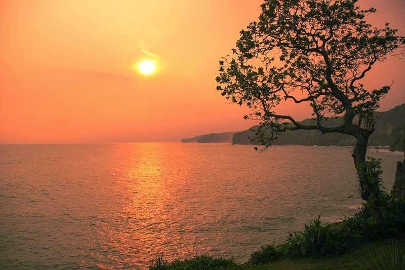 Pantai Kesirat, Wisata Pantai Terbaik Menikmati Sunset 1